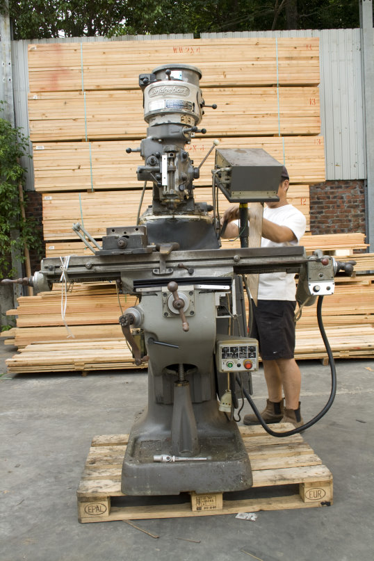 vertical turret milling machine.JPG